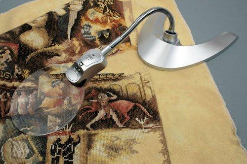 Настольная лампа с лупой